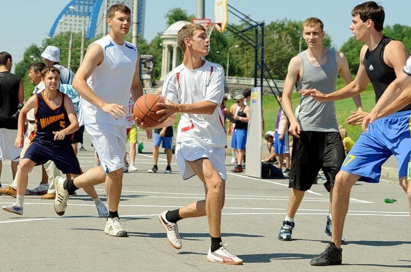 Адреса спортивных площадок для игры в баскетбол во Владивостоке можно найти в справочнике Владивостокгид
