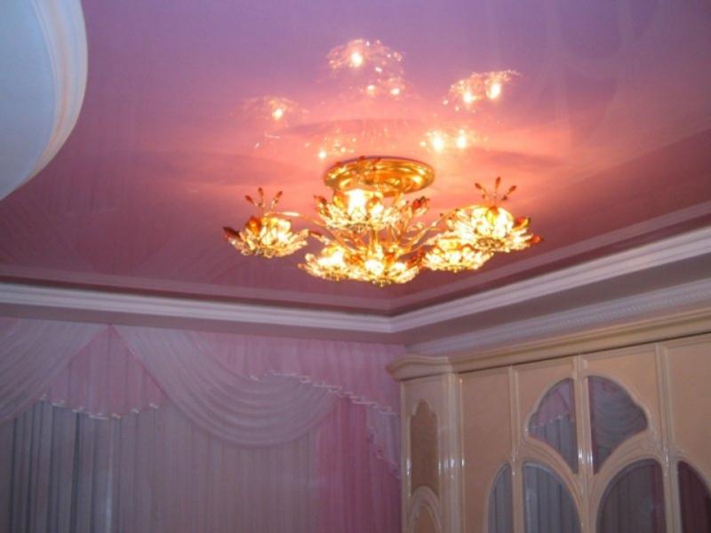 Как выбрать люстру для натяжного потолка в Хабаровске?