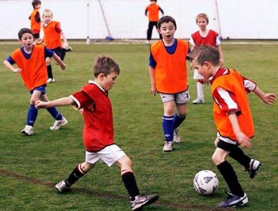 Где научиться играть в футбол в Хабаровске?